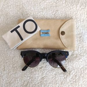 TOMS Charlie Rae Sunglasses in blue 😎
